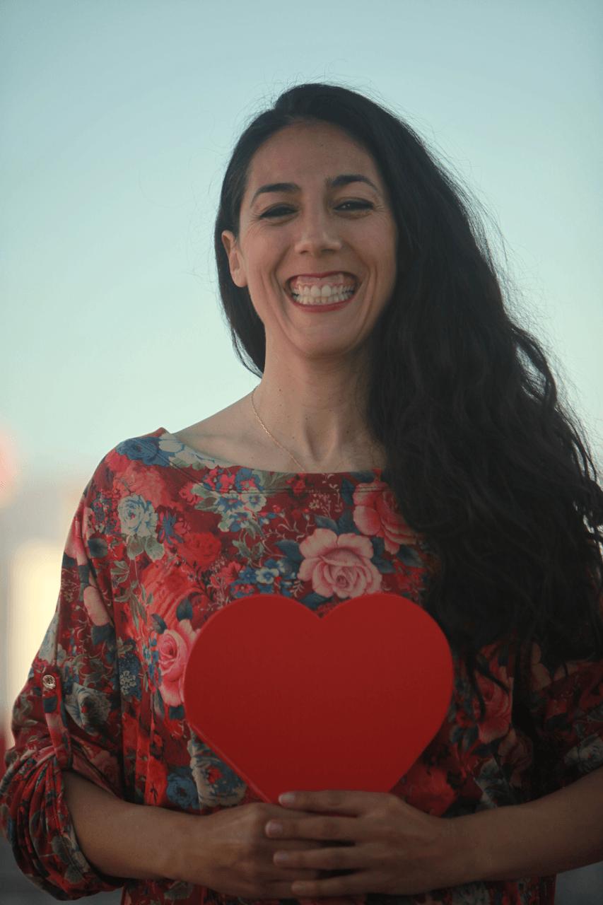 Sara Moguer con corazón