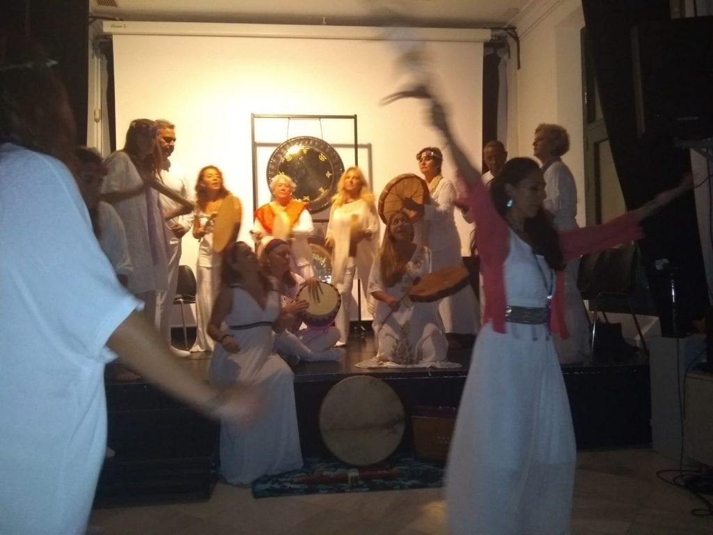 Presentación del coro Ángeles de Lemuria en La Alameda