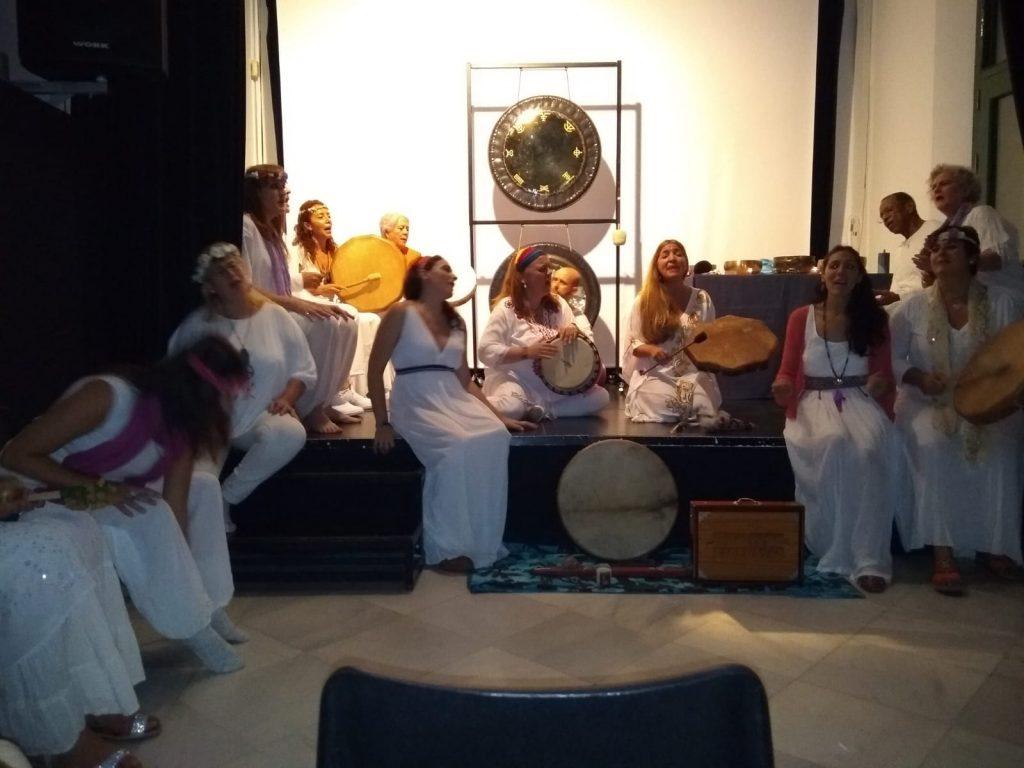Actuación del coro Ángeles de Lemuria en el Centro Cívico Las Sirenas de La Alameda