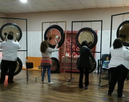 Practicando antes de la Puja de Gongs
