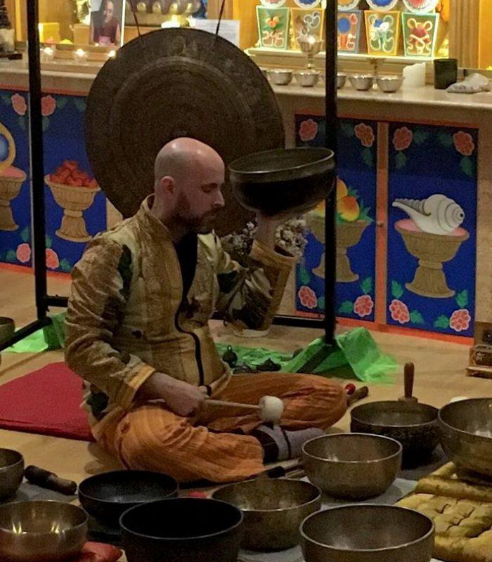 Concierto de cuencos del Himalaya y gong nepalí en el centro Chakrasamvara de Sevilla
