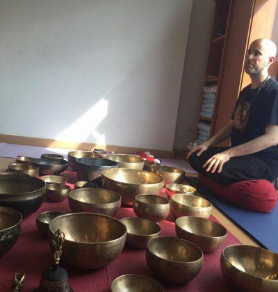 Jhebara Das con sus Cuencos del Himalaya