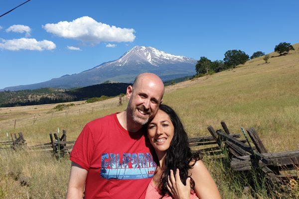 Jhebara Das y Sara Moguer en el Monte Shasta