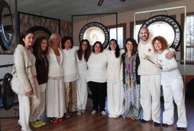 Pujas de Gong por Jhebara Dass y Sara Moguer